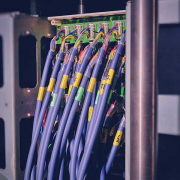 Très utilisé, le PBX réduit les files d'attentes et connecte plus facilement qu'un système traditionnel les appels aux usagers.